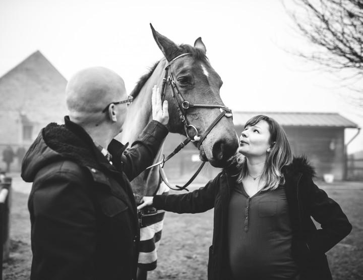 Séance grossesse de Margaux aux écuries de Bistelle à Saint Cyr Sous Dourdan (Essonne)